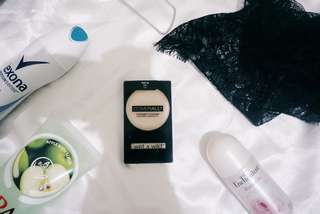 WET N WILD COMPACT POWDER