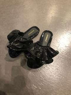 🚚 歐美黑色漆皮夾腳平底拖鞋涼鞋渡假鞋子