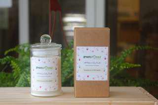 🚚 Vanilla Cupcake Scented Soy Candle 175ml