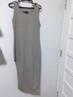 Bodycon dress with side slit