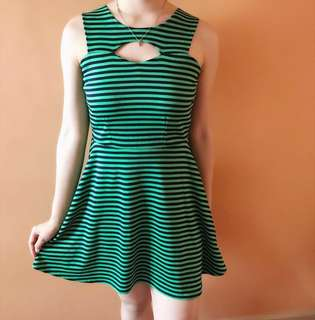 Comfy Classy Unique Dress Sexy Fit Green Black fits xs -s good as brand new used only once