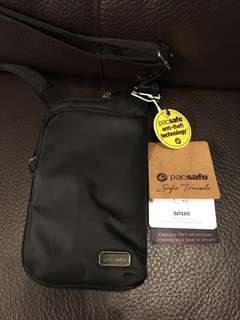 pacsafe Daysafe anti-theft tech crossbody bag