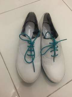 White shoes size 8