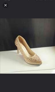 🚚 鑽鞋38