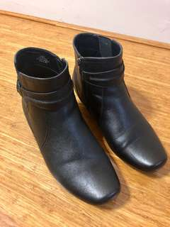 Woman's Boots Size 10