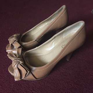 Via uno heels