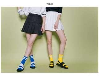 🚚 全新 側拉鍊百褶短裙 黑/白