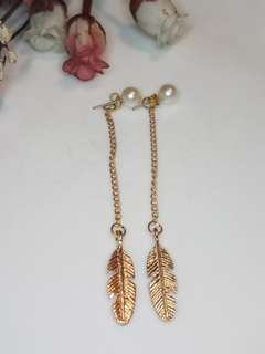 Long chain leaf and pearl beads earrings
