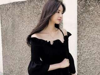 Miss vivi girl ~韓國流行ㄧ字領 合身上衣、袖型美 ~ 白、黃、黑、粉