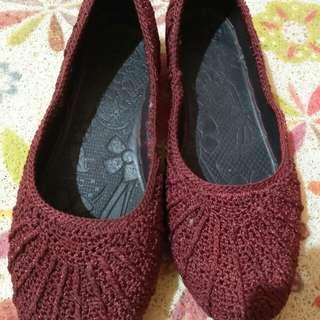 Sepatu Rajut Merah Maroon
