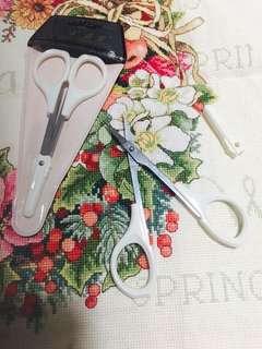 🚚 Quality scissors-straight. White