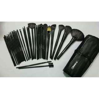 MAC 32pcs make up brush
