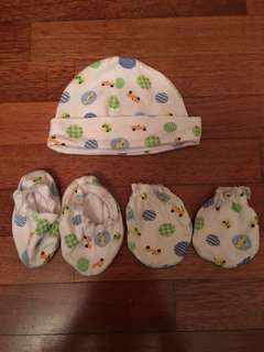 Babies cap, mittens and booties