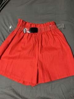 🚚 全新✨紅色短褲(附皮帶)