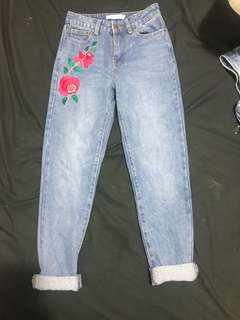 Mom Jeans and Boyfriend Jeans