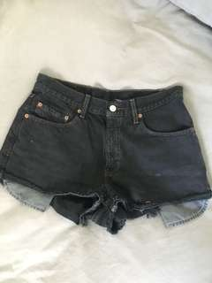 Vintage Levi's shorts size 28
