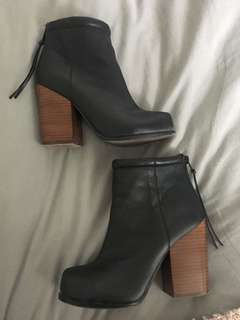 Size 7.5 Jeffrey Campbell booties
