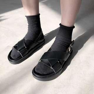 🚚 《早·衣服》6月心品🚣🏻♀️網紅必備款好穿舒適厚底鬆糕鞋交叉個性平底羅馬鞋涼鞋拖鞋(預)