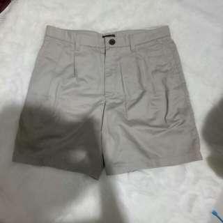 Celana pendek krem XL