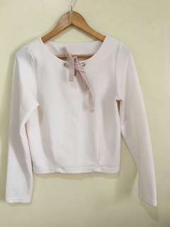 Ribbon-tied sweater longsleeves