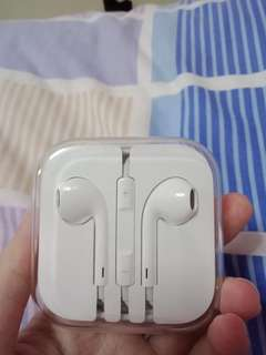 Apple earphone (original and brand new)