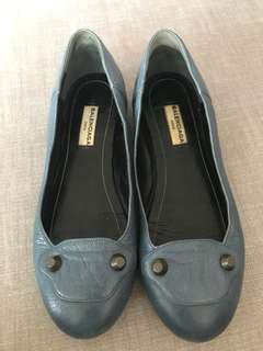 excellent condition Authentic Balenciaga blue studded leather flats - 35