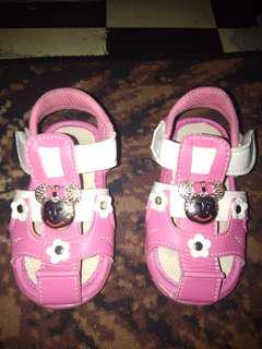 Sepatu pink Baby