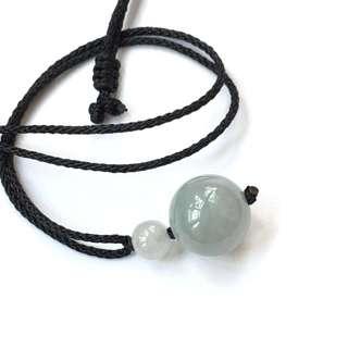 天然翡翠珠繩鏈,14mm珠身正圓水潤,白冰珠不正圓,索繩長62cm,可自己調節長度。
