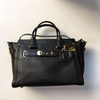Coach Swagger Black Gold 33