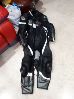 Brand new Dainese veloster suit size 58 & 60