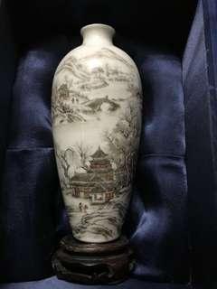 大清嘉慶年「嘉慶御製」款 珐瑯彩山水梅瓶