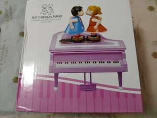 The Classical Piano music box (kissing)