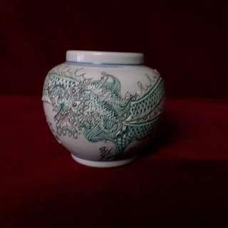 青釉浮雕云龙罐 -  大清乾隆年制