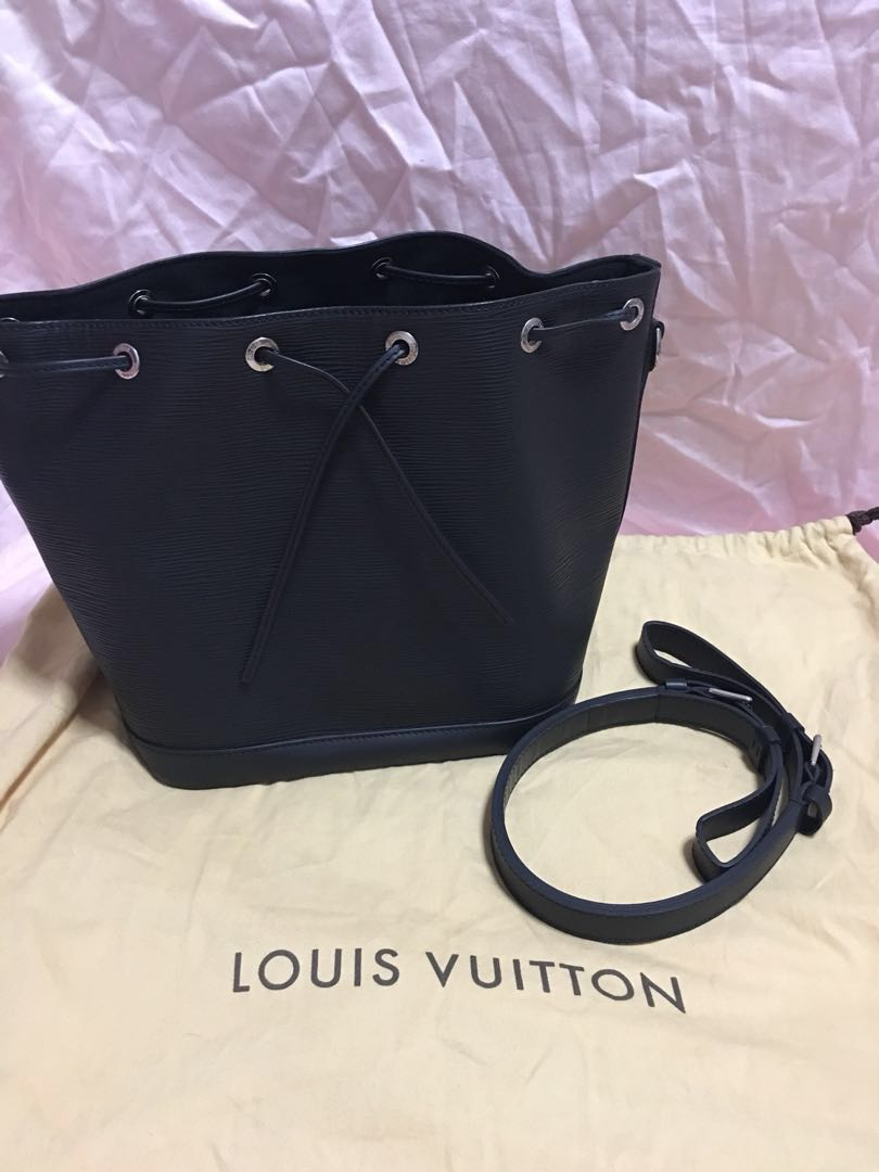 3a53448e32ee Louis Vuitton LV Black Epi Leather Bucket Bag Petit Noe