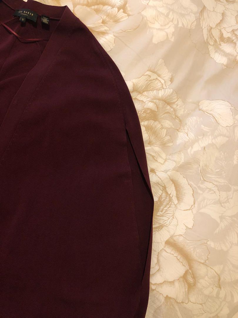 Ted Baker Cape, sz1uk (sz8au), color: Burgundy, new 98%. Very nice and elegant.
