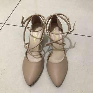 🚚 裸膚色粉膚色交叉綁帶低跟尖頭鞋涼鞋 38 24