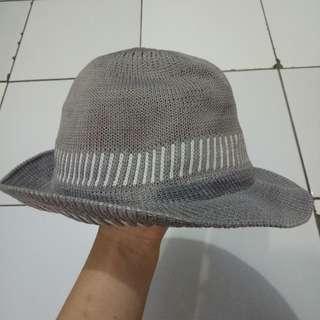Topi pantai bali