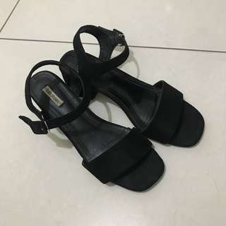 🚚 黑色麂皮綁帶低跟涼鞋 24 38