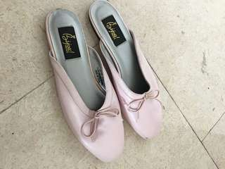 Brand new woman shoes in pink