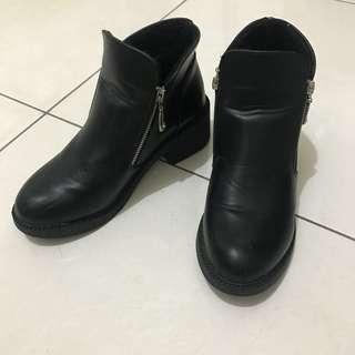 🚚 黑色低跟短靴 24.5 39
