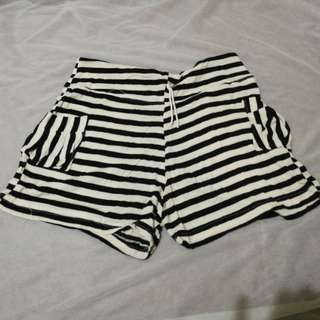 Comfy shorts (black and white stripes)