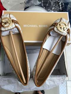 Michael Kors Vanilla Size 7 US