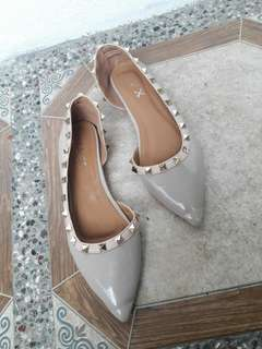 Size 37 250 only