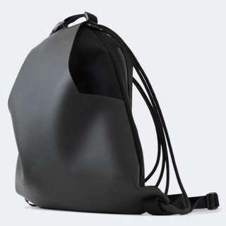 🚚 全新 Mochi Brand Kickstarter 募資成功商品 今年最流行防水抽繩後背包 黑色
