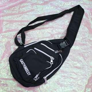 多夾層造型中性胸包側背包