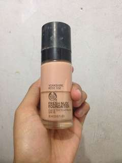 "Fresh Nude Foundation merek ""The Body Shop"""