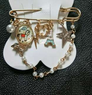 Brooch with bling bling