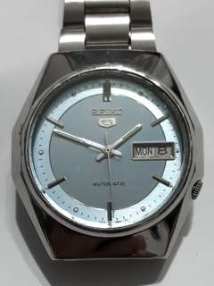 SEIKO 5 Automatic watch  Bezel 37mm 21 jewels Crystal Glass Date & Day display calendar Working condition  9/10 new Sold as is  Sold as seen Check before payment