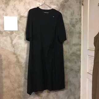 🚚 日本Liona 黑色厚紗洋裝 不對稱 立體褶線 五分袖 寬鬆連身裙 肩寬40 胸寬55 臀寬57 全長108 袖長34