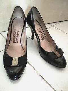 Salvatore ferragamo black patent pump heels original size 7D